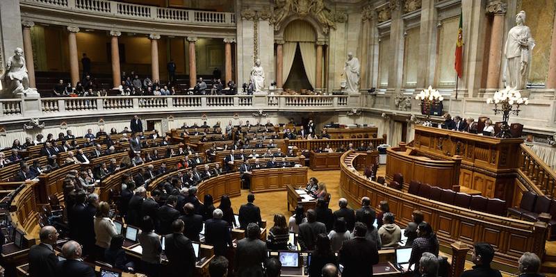 In Portogallo legge più restrittiva sull'aborto