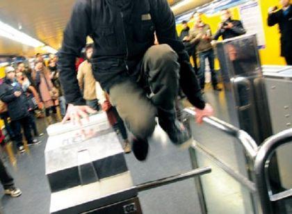 Il salto del biglietto nella metro di Milano