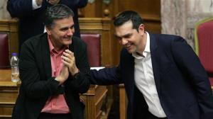 Grecia, via libera a tranche da 10,3 miliardi e alla ristrutturazione del debito