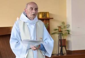 Ancora terrore in Francia, sgozzato un parroco in una chiesa vicino a Rouen. Uccisi i due aggressori