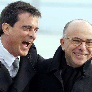 Valls si dimette per le presidenziali, Cazeneuve è il nuovo primo ministro francese