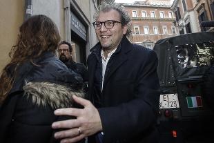 Luca Lotti indagato, il legale: Il ministro è sereno e pronto a rispondere ai Pm.