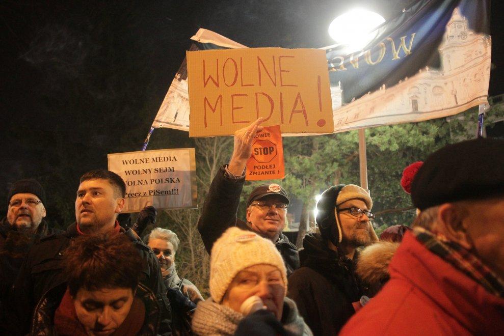 Polonia, governo rinuncia a progetto censura media