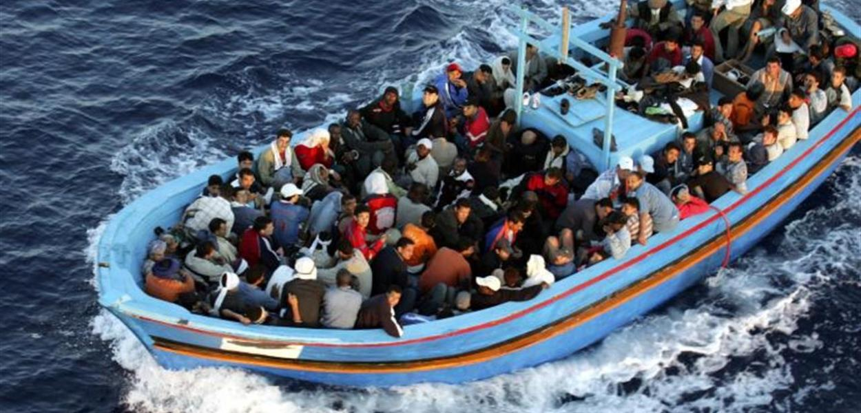 Migranti, firmato accordo Italia-Libia.