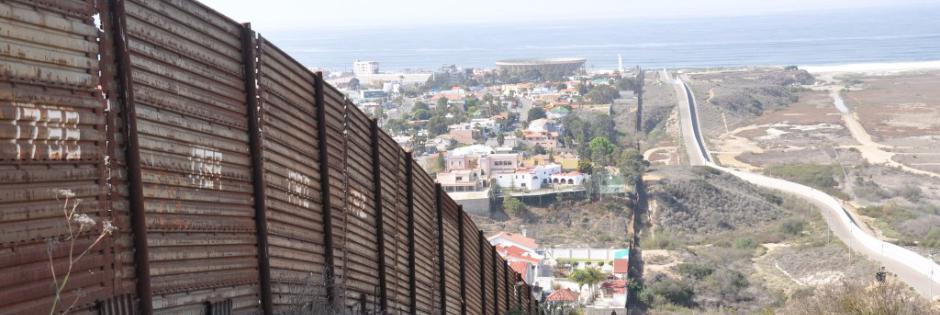 Trump inizia a costruire il muro col Messico
