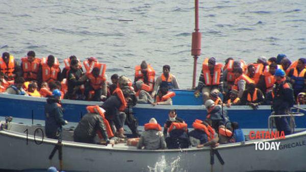 """Migranti, procuratore Zuccaro: """"Trafficanti finanziano Ong"""""""