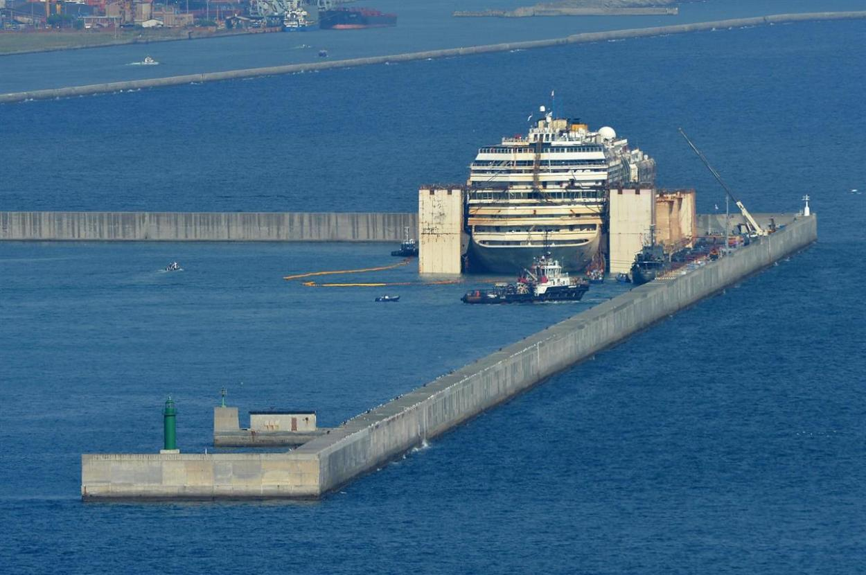 Costa Concordia arrivata al porto di Genova