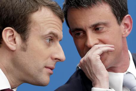 En Marche! cambia nome e Valls lascia il Ps per il partito di Macron