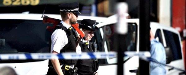 Londra, furgone su folla davanti a moschea