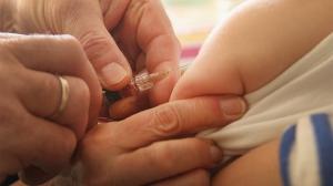 Vaccini: arriva un decreto che li rende obbligatori per la scuola