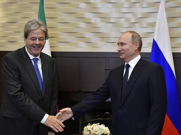 Vertice Russia-Italia. Putin difende Trump.