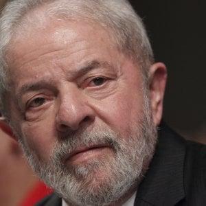 Brasile, ex presidente Lula condannato a 9 anni e sei mesi per corruzione
