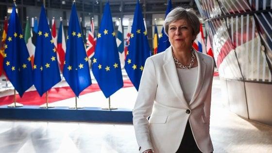 Brexit, Juncker e Tusk gelano May