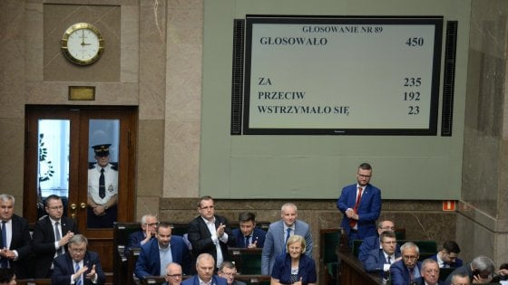 Polonia, Parlamento approva riforma Corte suprema
