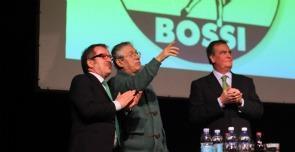 Bossi si dimette da segretario della Lega