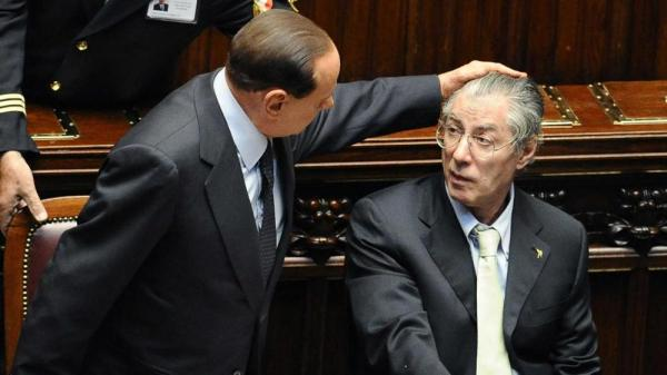 """Bossi avvisa Salvini. """"Silvio mi ha offerto un posto nella sua lista"""""""
