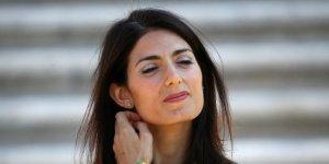 Virginia Raggi, la Procura di Roma chiede il processo per falso