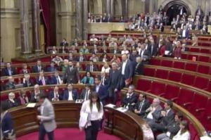 Barcellona, il Parlamento catalano approva l'indipendenza. E il Senato spagnolo commissaria la regione