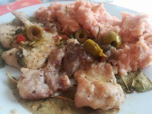Maiale alle olive con purè rosso