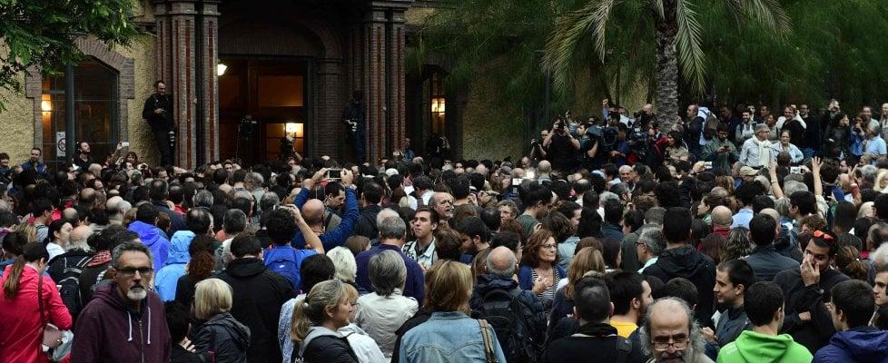 Referendum Catalogna, scontri e violenze ai seggi.