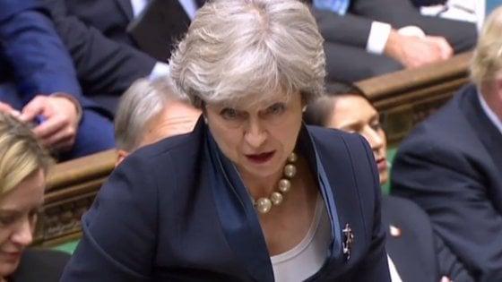 Brexit, May: Gb uscirà il 29 marzo alle 23