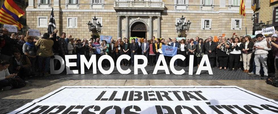 Spagna, in carcere vice presidente e 7 ministri