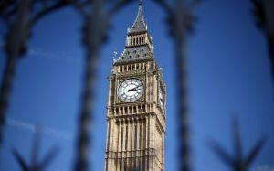 Uno scandalo sulle molestie sessuali sta colpendo il parlamento britannico