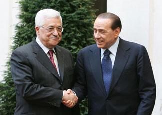 Berlusconi abbraccia Abu Mazen: La pace è vicina