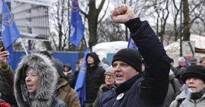 La Polonia vara la riforma che limita l'autonomia della magistratura