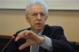 """Monti: """"Meglio urne che governo anti europeo"""""""
