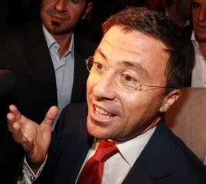 Bocchino al premier: nuovo governo con Fli, Udc, l'Api e i moderati del Pd