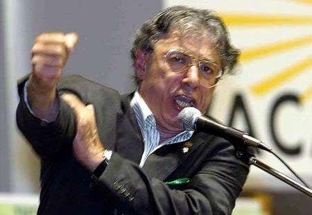 Bossi minaccia: federalismo, i fucili sono sempre caldi
