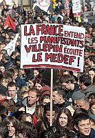 Francia: il Parlamento approva la legge che sostituisce il Cpe