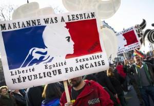 Francia, sì a nozze e adozioni gay da inizio 2013
