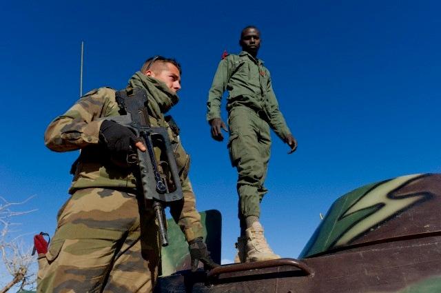 Guerra in Libia, caccia italiani bombardano Tripoli continua su: https://www.fanpage.it/guerra-in-libia-caccia-itali