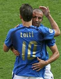 Mondiali, l'Italia nei quarti. Totti su rigore: vittoria al 95'