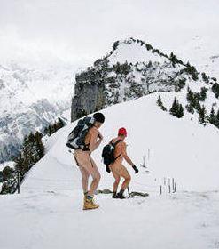 Svizzera, no all'alpinismo naturista. Appenzell vieta le passeggiate adamitiche