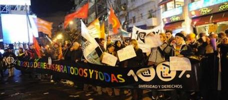 Voto storico in Argentina sì a matrimoni omosessuali