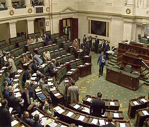 Il parlamento belga torna al lavoro, ma senza governo