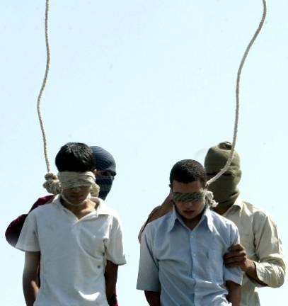 Iran: condannate sei persone per omosessualità