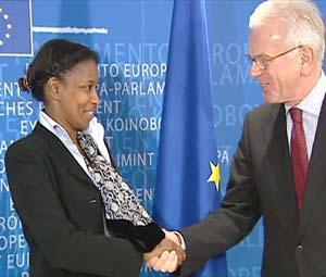 L'Ue dovrebbe finanziare la protezione per l'olandese Ayaan Hirsi Ali