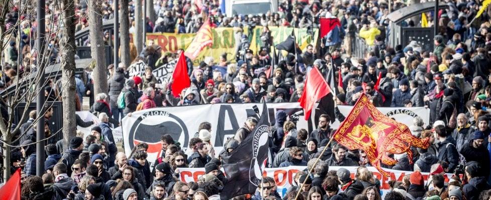 Macerata invasa dal corteo antirazzista e antifascista
