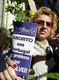 Portogallo, migliaia in strada contro l'aborto