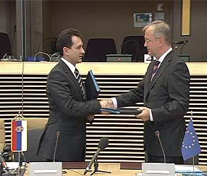 UE-Serbia: firmato il protocollo per l'accordo di stabilizzazione