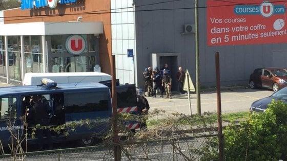 Attentato in Francia: estremista Isis uccide tre persone e viene freddato