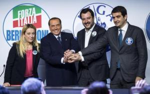 Berlusconi, Salvini, Meloni e Fitto insieme al Tempio Adriano
