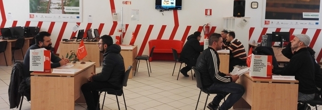 «Ha vinto M5S, dateci il reddito di cittadinanza»: file ai Caf in Puglia