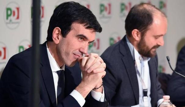 """Direzione Pd, Martina: """"Governino Lega e M5s"""". Renzi assente: """"Mi dimetto ma non mollo"""""""