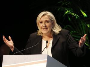Il Fn si trasforma. Jean-Marie Le Pen è fuori dal partito