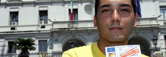 Patente sospesa perché gay, lo Stato dovrà dargli 100mila euro di risarcimento